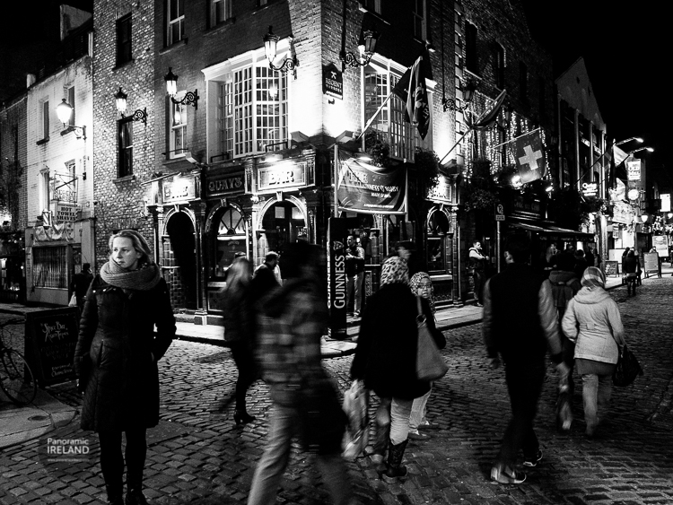Street scene in Dublin's Temple Bar